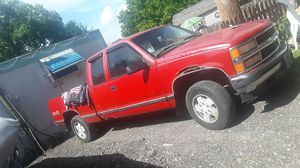 98 chevy k1500 4x4 truck for Sale in Somonauk, IL