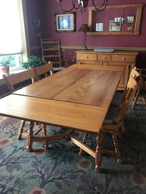 DINING TABLE SET ROCK MAPLE CIRCA 1940 MADE IN NEW ENGLAND for Sale in Elkins Park, PA