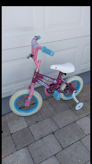 Huffy bike with training wheels for Sale in West Palm Beach, FL