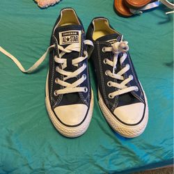 Converse Size 4 In Men for Sale in Hillsborough,  NC