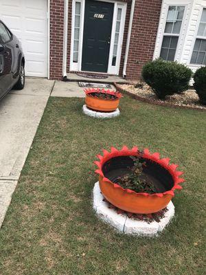 Crown flower pot for Sale in Lilburn, GA