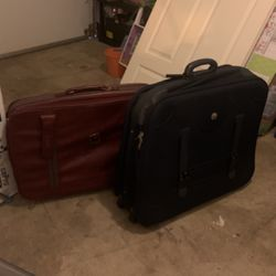 Free Large Travel Bags for Sale in Beaverton,  OR