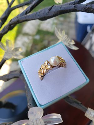14k gold pearl ring size 7 💐💐💐 for Sale in Everett, WA