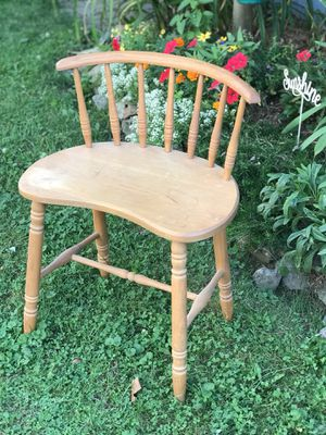 Antique wood chair for Sale in Cleveland, OH