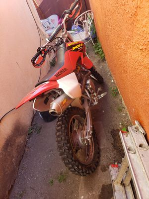 Vendo moto en buen estado, es motor 80 pido 1000 obo. for Sale in Inglewood, CA