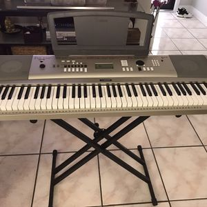 Piano Yamaha YPG-235 Portable for Sale in Miami, FL
