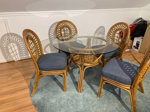 Kitchen table and chairs for Sale in VINT HILL FRM, VA