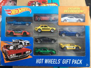 HOT WHEELS GIFT PACK WITH LINCOLN AND LAMBORGHINI WITH 10 SPOKES for Sale in San Jacinto, CA