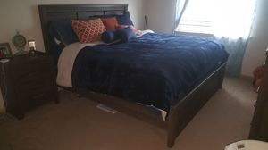 Brown/gray king sized bedroom set for Sale in Knoxville, TN