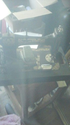 Antique sewing machine for Sale in Stockton, CA