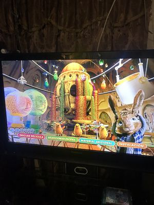 TV PANASONIC 52 INCHES with LG BLUE RAY with 12 BLUE RAYS ( TV STAND NO INCLUDE ) for Sale in Los Angeles, CA