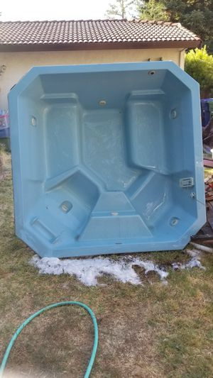 Free hot tub with cover / in San Ramon for Sale in San Ramon, CA