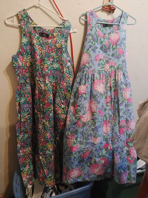 2 dresses women large $5 each for Sale in Stockton, CA