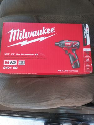 """Milwaukee M12 1/4"""" Hex Screwdriver Kit for Sale in Independence, MO"""
