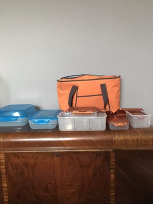 Lock & Lock plastic storage containers with insulated bag 12 pieces for Sale in Aurora, IL