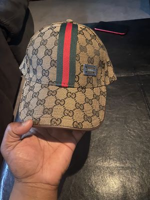 Gucci hat for Sale in Waukegan, IL