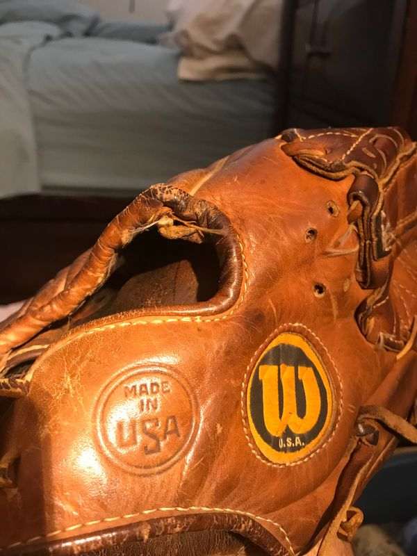 Wilson The A2000 L Made in USA Dual Hinge Baseball Glove Right-Hand Throw This is apparently highly collective glove. no refunds