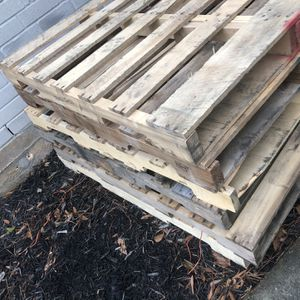Free Pallets. Must Take All. FCFS 77373 for Sale in Spring, TX