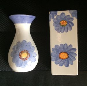 2 6 in flower wall hanging vases for Sale in Federal Way, WA