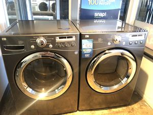 LG FRONT LOAD WASHER AND GAS DRYER SET IN GRAY COLOR for Sale in Rancho Cucamonga, CA