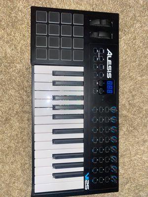 Alesis Keyboard w/ Beat Pad (25 keys) for Sale in AZ, US