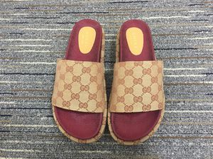 Gucci slippers size 38/8 for Sale in Chesterland, OH