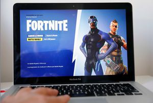 """MacBook Pro i5 13"""" with fortnite game loaded ready to use excellent working condition with brand new charger can be updated with the latest OS Must for Sale in Modesto, CA"""