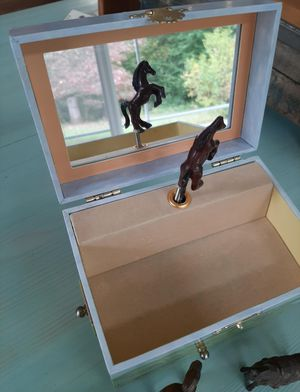 Enchantments 2005 horse ranch musical jewelry box for Sale in Sweet Home, OR