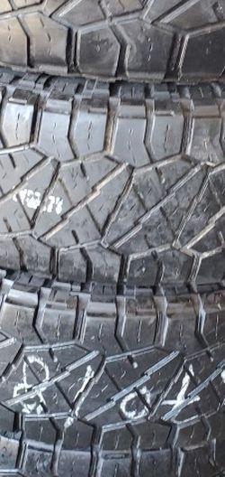 285/70r18 NITTO Tires En Exelentes Condiciones De Vida Las 4 for Sale in Lakewood,  CA