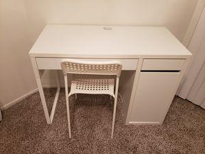 Small White Desk/Chair for Sale in Scottsdale, AZ