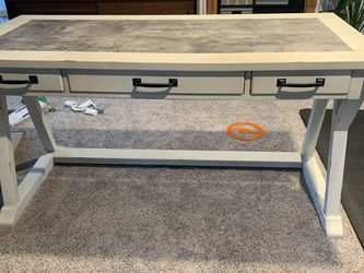 Desk - White - Good Condition for Sale in Wynnewood,  PA