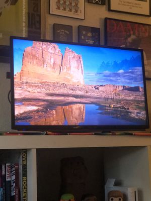 32 Inch Sharp HD TV for Sale in Los Angeles, CA