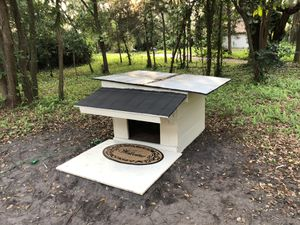 Dog house(PRICE IS NEGOTIABLE) for Sale in Orlando, FL