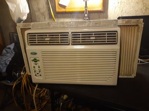 8,000 BTU window unit air conditioner, BLOWS COLD AND HARD for Sale in Saint Ann, MO