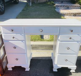 Antique White Child's Desk for Sale in Tustin,  CA