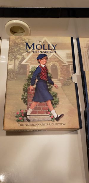 Molly an american girl book series mint condition 7 books in all for Sale in Downers Grove, IL
