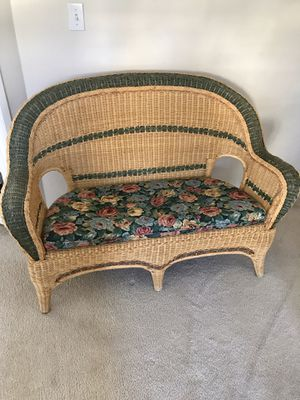 Wicker love seat. Free! for Sale in Marysville, WA