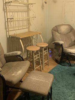 Free Chairs for Sale in Hoquiam,  WA