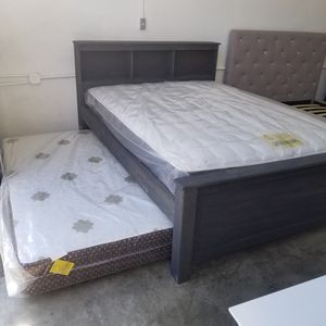 QUEEN BED FRAME W/ MATTRES for Sale in Inglewood, CA