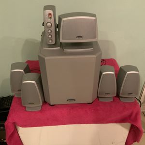 SPEAKERS AND SUBWOOFER SYSTEM for Sale in Chicago, IL