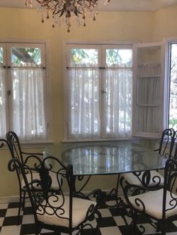 Dining Table 5pcs for Sale in Beverly Hills,  CA