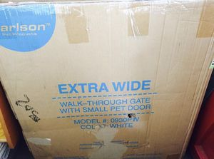 Carlson White Extra Wide Walk Through Pet/Baby hate for Sale in Lancaster, OH