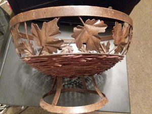 Basket w/ maple leaves for Sale in Mount Carmel, TN