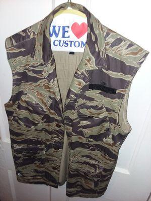 10 Deep Camo Vest (Mens S) for Sale in Washington, DC