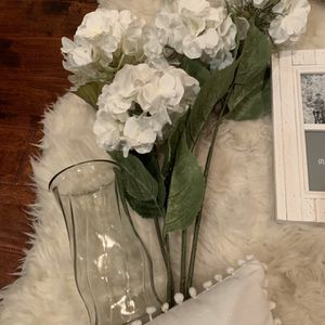 4 Bunches Fake White Flowers Plus Glass Vase for Sale in Los Angeles, CA