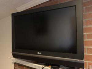 """LG LCD 32"""" TV for Sale in Sully Station, VA"""