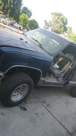 99 tahoe parts whole truck 300perfect engine for Sale in Fresno, CA