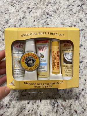 Burts bees essential kit for Sale in Harbeson, DE