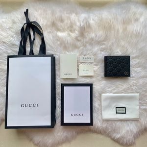 Men Guccy wallets / different options, slide to see! for Sale in New York, NY