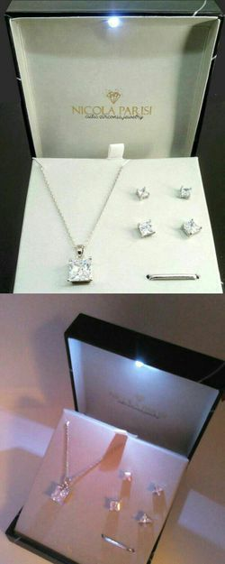 Nicola Parisi Princess Cut CZ Fine Silver Plated Pendant and Earring Set Brand New in Led Light Gift Box for Sale in Boca Raton,  FL